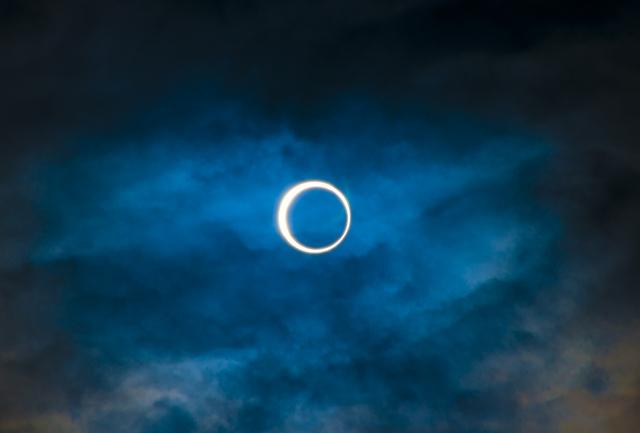金環日食はなんで起こるの?今後見えるチャンスは?狙うなら外国か?
