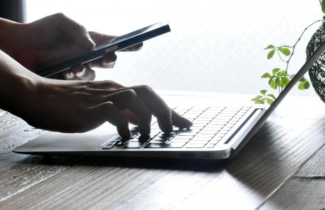 どこでもオフィスって便利なの?働く時間と場所が自由に?具体例も!3