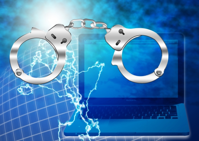 マスク詐欺とは?手口や被害者の体験からネットやSNSが危険に!?1